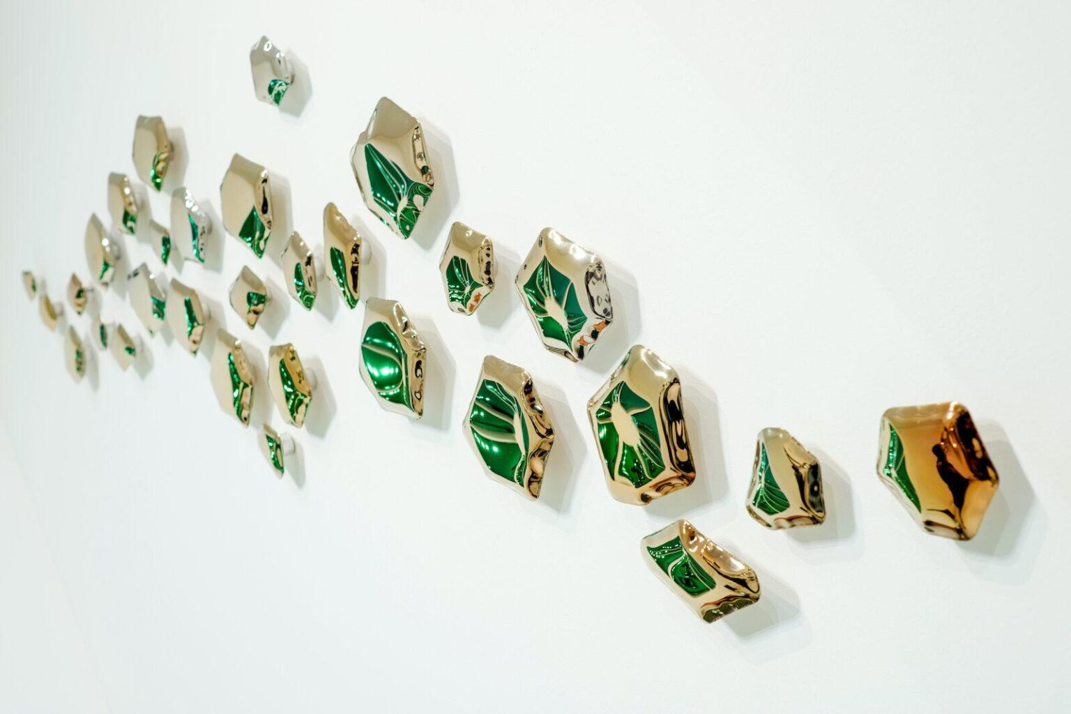 kamyki flamed gold wall hangers
