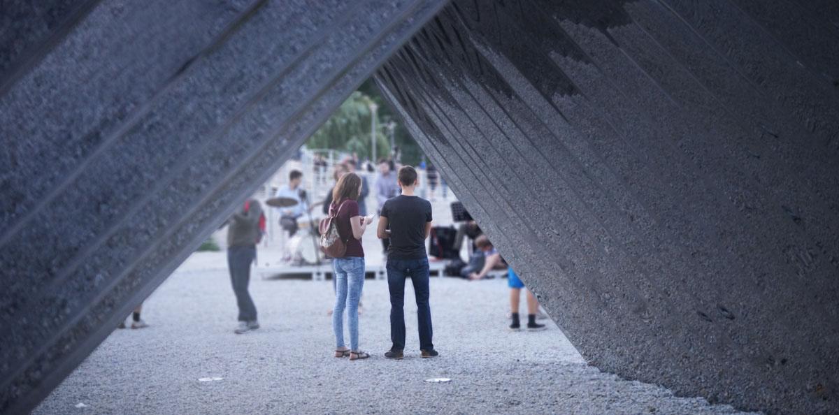 Nawa - Public Sculpture by Oskar Zieta