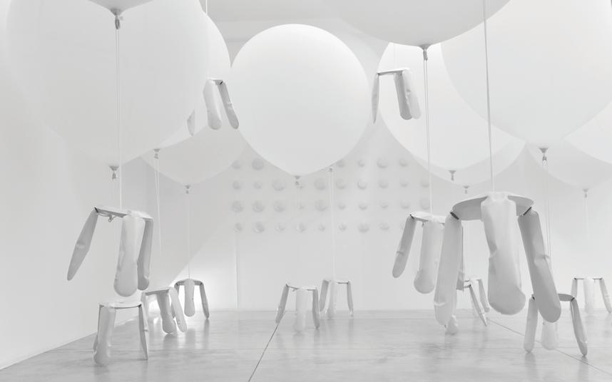 6-Oskar-Zieta-Zieta-BazAir-installation-view-ph-Simona-Cupoli-2